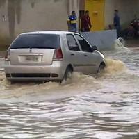 Evitando danos ao veículo em enchente.